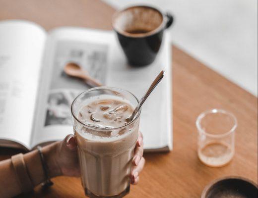 koffie smoothie banaan plantaardig melk havermout pindakaas recept