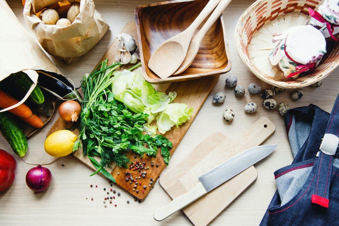 besparen groenten snijden