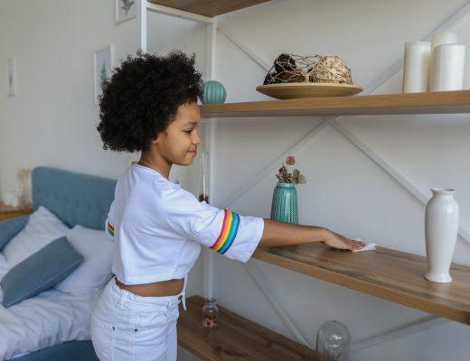 kinderen huishouden taken helpen chores schoonmaken opruimen poetsen
