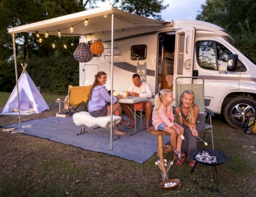 hemelvaart camping kamperen huisje tent camper kampeerplaats goedkoop gezin kinderen spelen speeltuin luxe gezellig genieten ontspannen kindvriendelijk samen hemelvaartsdag lang weekend midweek