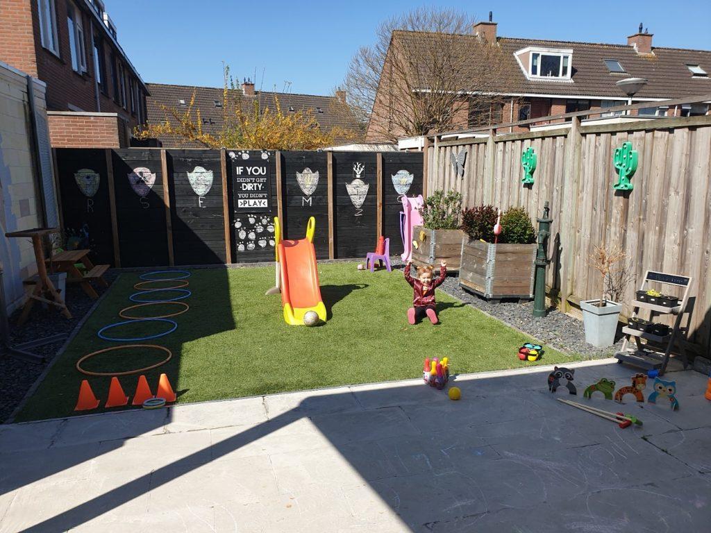 buiten spelen nationale buitenspeeldag spelletjes tuin zon lente zomer water krijt stoepkrijt spellen
