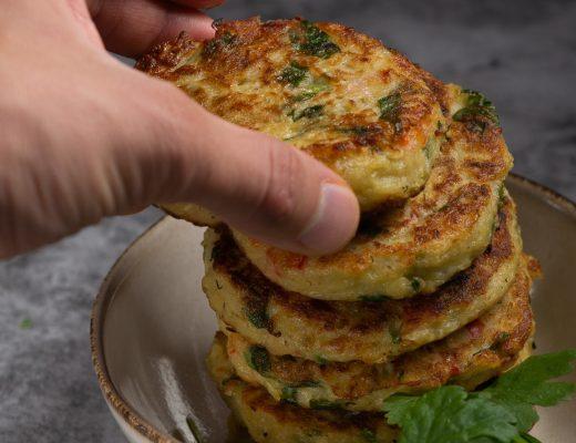 aardappelkoek aardappelkoekjes aardappelkoekje aardappel pannenkoek latke kaas recept indiaas kruiden curry chutney
